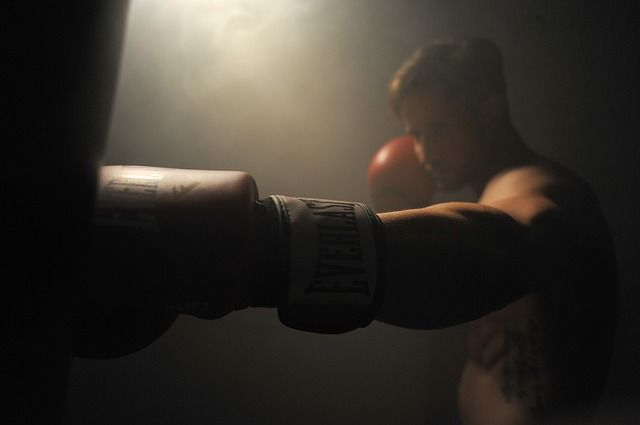 boxer-training-with-red-gloves