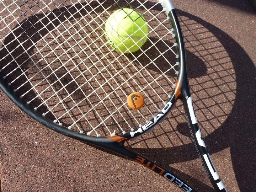 Les 5 meilleurs cordages de tennis pour garder la puissance à chaque coup