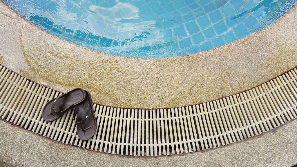 Top 6 des chaussons de piscine les plus confortables et les plus antidérapants pour hommes et femmes
