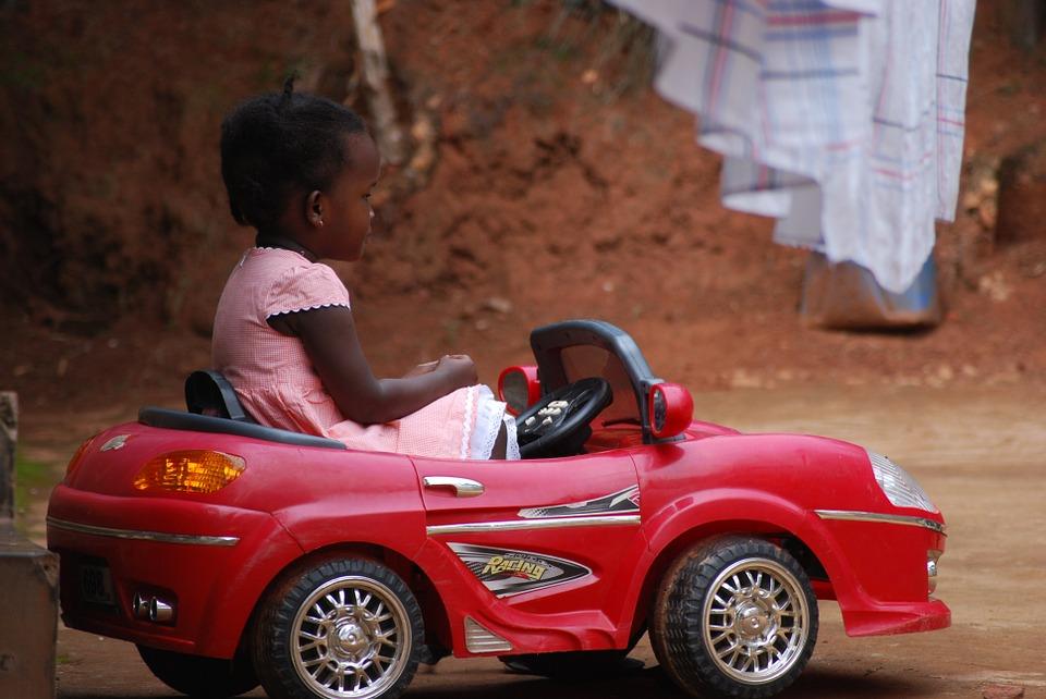 Les 5 meilleures voitures à piles pour des enfants aventureux, heureux et en sécurité