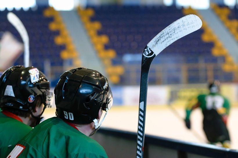 Les 5 meilleurs bâtons de hockey pour jouer comme un pro