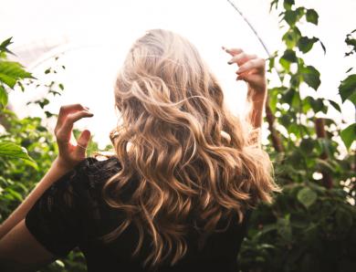 Les bienfaits de l'huile de coco pour les cheveux – guide complet